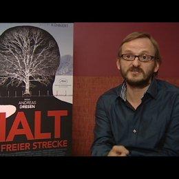Milan Peschel über Improvisation bei den Dreharbeiten - Interview Poster