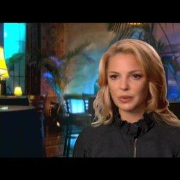 Katherine Heigl über Mikes Einfluss auf Abby - OV-Interview Poster