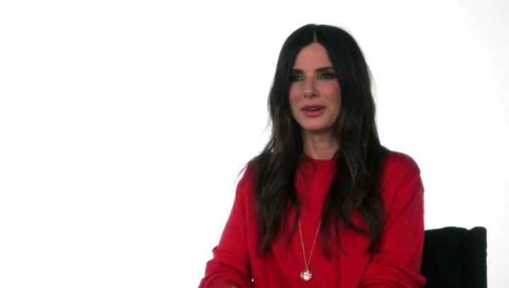 Sandra Bullock - Scarlet Overkill -  über die Minions - OV-Interview Poster
