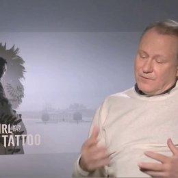 Stellan Skarsgard über David Fincher - OV-Interview Poster