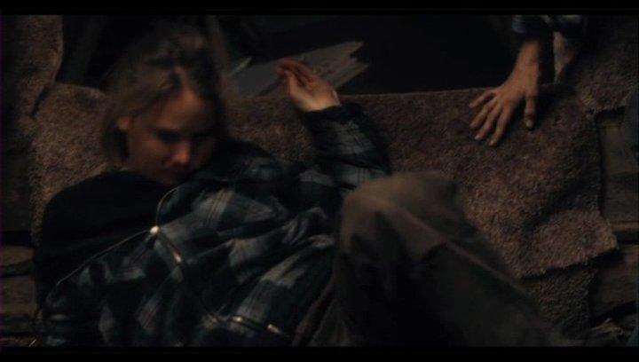 Rees Suche nach ihrem Vater hat ihre Verwandten gegen sie aufgebraucht, wofür sie nun büßen muss - Szene Poster