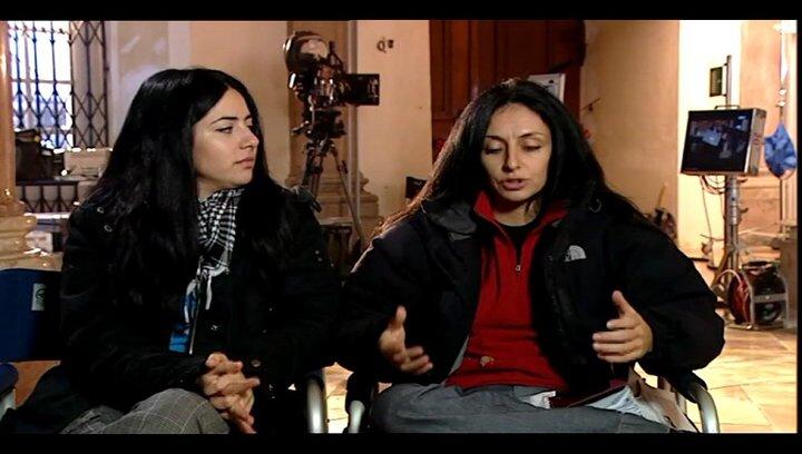 Yasemin Samdereli und Nesrin Samdereli (Regie und Drehbuch) über die Sprachen im Film - Interview Poster