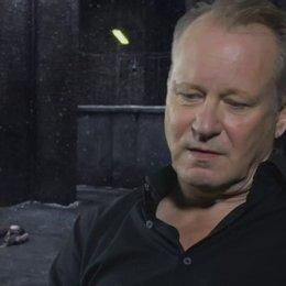 STELLAN SKARSGARD - Seligman - über LARS VON TRIERS Filme - OV-Interview Poster