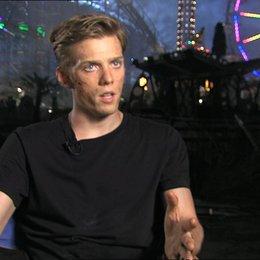 Jake Abel - Luke  über Lukes Reise in dem Film - OV-Interview Poster