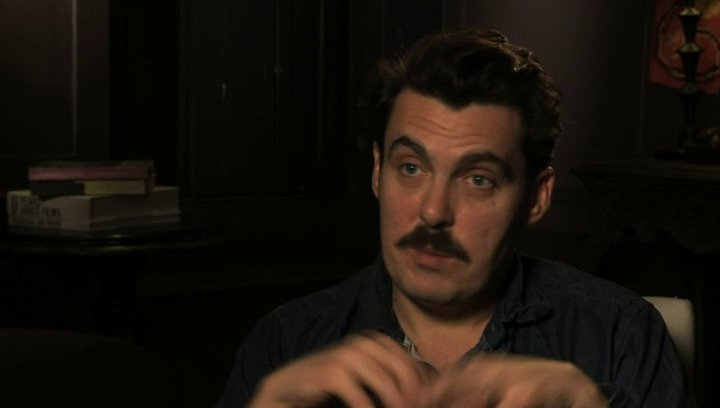 Joe Wright über das Theaterkonzept des Films - OV-Interview Poster