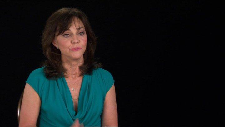 Sally Field (Mary Todd Lincoln) über Joanna Johnston - OV-Interview Poster