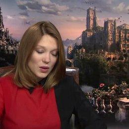 Lea Seydoux - Belle - über die Arbeit vor Greenscreen - OV-Interview Poster