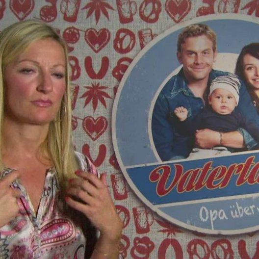 Monika Gruber -Thea- darüber was Familie heute bedeutet - Interview Poster