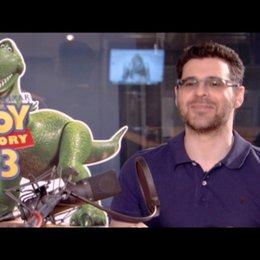 RICK KAVANIAN Rex über die Freundschaft von Woody und Rex - Interview Poster