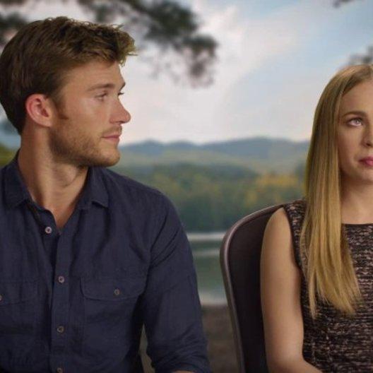 Britt Robertson und Scott Eastwood über das Thema der Aufopferung im Film - OV-Interview Poster