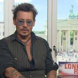 Johnny Depp - Tonto - über die Verkörperung seiner Rollen - OV-Interview Poster
