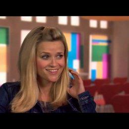 Reese Witherspoon - Lauren - darüber, einen Action-Film zu drehen - OV-Interview Poster