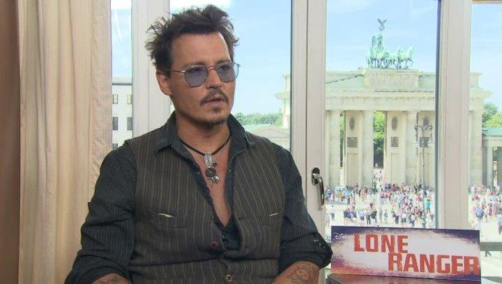 Johnny Depp - Tonto - über seine Einstellung zum Alter und Zukunftspläne - OV-Interview Poster