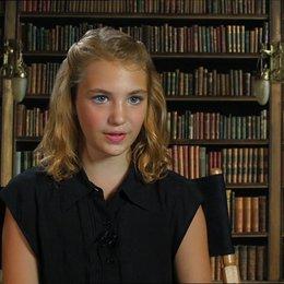 Sophie Nélisse - Liesel - über den Film - OV-Interview Poster