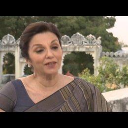 """Lilette Dubey - """"Mrs. Kapoor"""" über ihre Rolle - OV-Interview Poster"""