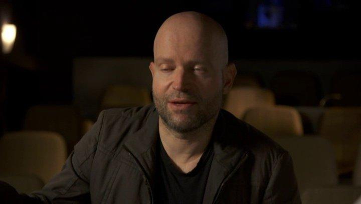 Marc Forster - Regisseur - darüber wie wichtig Familie ist für Brad Pitts Charakter - OV-Interview Poster