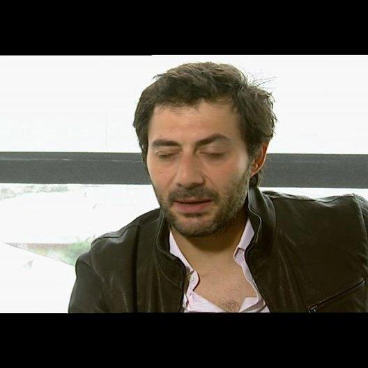 Filippo Timi über die Arbeit mit Kim Rossi Stuart - OV-Interview Poster