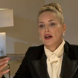 Sharon Stone - Dr Parker - über ihre Filmfigur (2) - OV-Interview Poster