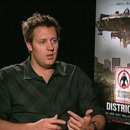 Neill Blomkamp über die Besetzung - OV-Interview Poster