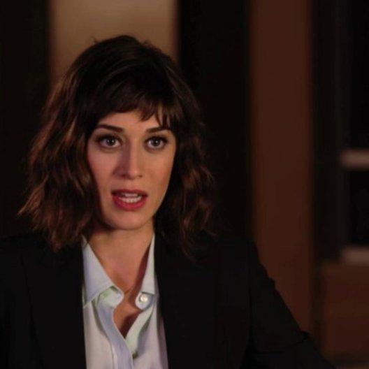 Lizzy Caplan über die einzelnen Charaktere im Film - OV-Interview Poster