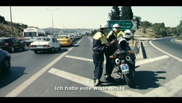 Verkehrspolizist auf der Brücke - Szene Poster