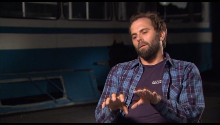 Chris Gorak (Regisseur) über die Zuschauer wie sie auf den Film reagieren werden - OV-Interview Poster