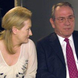 Meryl Streep und Tommy Lee Jones über Kays Einstellung zur Paartherapie - OV-Interview Poster