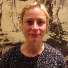 Katharina Marie Schubert grüßt Ulm zur Premiere von Ein Geschenk der Götter - Sonstiges Poster