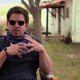 Mark Wahlberg über die Arbeit mit Denzel Washington - OV-Interview Poster