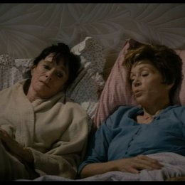 Jeanne und Annie über ihren selben Liebhaber - Szene Poster