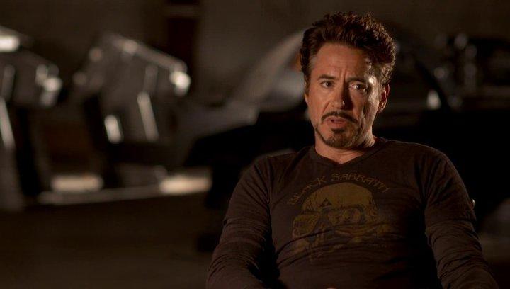 Robert Downey Jr - Tony Stark - Iron Man über Regisseur Joss Whedon - OV-Interview Poster
