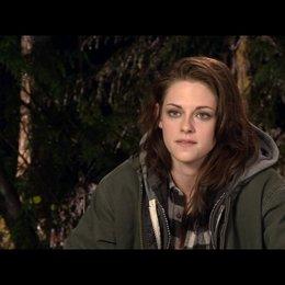 Kristen Stewart (Bella Swan) - über Edwards Haltung zu dem Baby - OV-Interview Poster