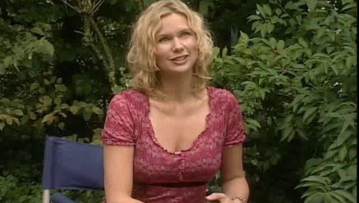 """Veronica Ferres (Sybille) über ihre Rolle, Michelle von Treuberg (Sprotte) und das Besondere an """"Die wilden Hühner"""". - Interview Poster"""