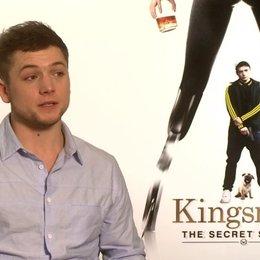Taron Egerton darüber dass der Film seine erste Filmerfahrung ist - OV-Interview Poster