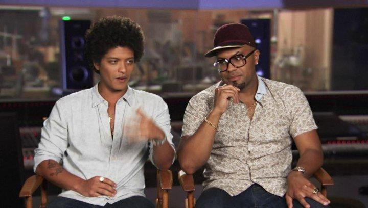 Bruno Mars & Philip Lawrence - Roberto & Felipe - darüber, an einem Animationsfilm zu arbeiten - OV-Interview Poster