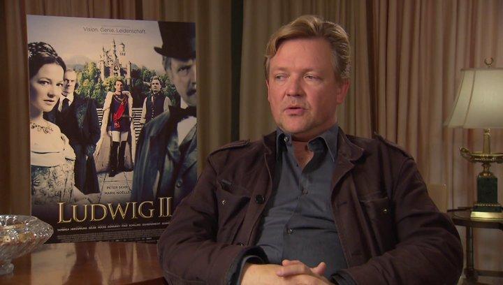 Justus von Dohnanyi darüber, was einen an der Geschichte Ludwigs berührt - Interview Poster