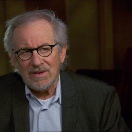 Steven Spielberg (Regisseur-Produzent) über die Story - OV-Interview Poster