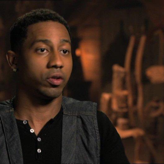 Brandon T. Jackson - Grover  über Grovers Zurückhaltung bei der Suche - OV-Interview Poster