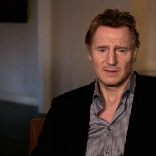 Liam Neeson - Bill Marks - über Julianne Moore - OV-Interview Poster
