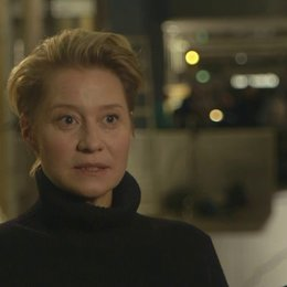 Trine Dyrholm (Hanne Lindberg) on the script - OV-Interview Poster