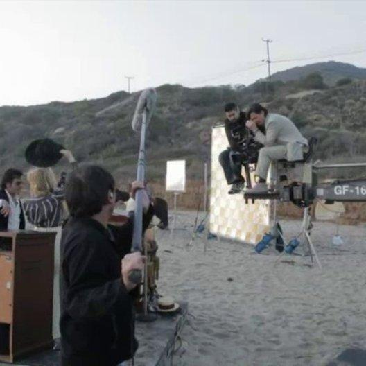 Roman Coppola, Produzent Youree Henley, Jason Schwartzman über die letzte Szene und die Musik von Liam Hayes - OV-Interview Poster