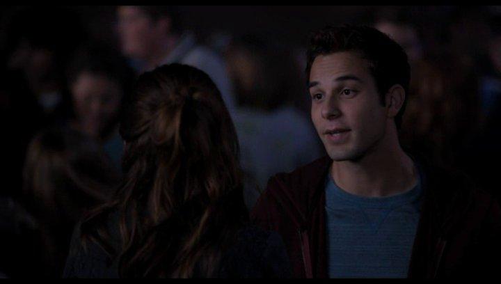 Jesse flirtet mit Beca auf der Party - Szene Poster
