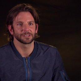 Bradley Cooper - Avery - über die Zusammenarbeit mit Eva Mendes - OV-Interview Poster