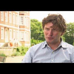Andrew Macdonald über Andrew Garfield als Tommy - OV-Interview Poster