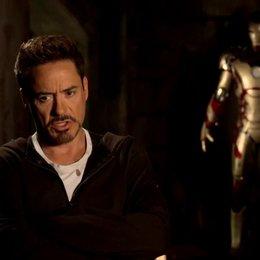 Robert Downey Jr - Tony Stark und Iron Man - über die Entwicklung von Pepper - OV-Interview Poster