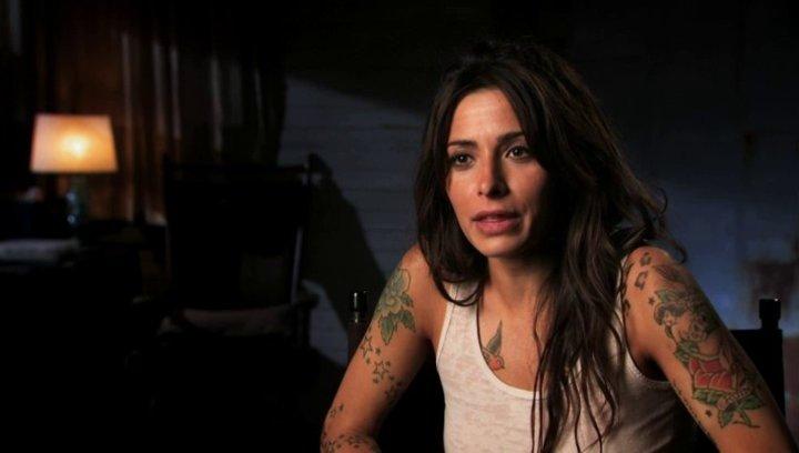 Interview mit Sarah Shahi - OV-Interview Poster