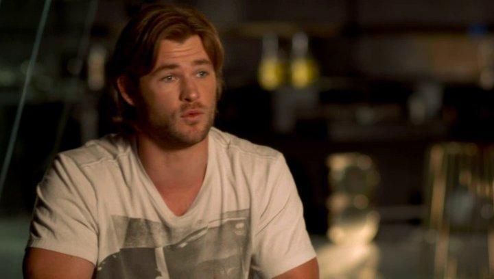 Chris Hemsworth - Thor über die Arbeit mit Mark Ruffalo - OV-Interview Poster