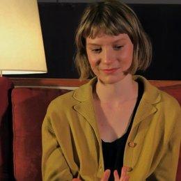 Mia Wasikowska über die Zusammenarbeit mit Regisseur John Curran - OV-Interview Poster