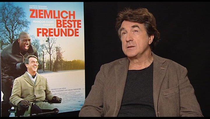 Francois Cluzet (Philippe) über die Herausforderung einen Behinderten zu spielen - OV-Interview Poster