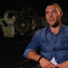 Jai Courtney (Jack McClane) über das, was die Zuschauer erwartet - OV-Interview Poster